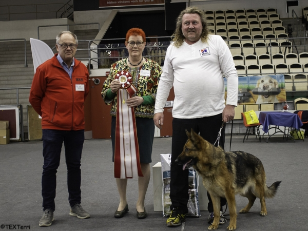 Best in Show at Västerås in Sweden was the German Shepherd Dog, Qazy av Quantos, owned and bred by Tor Johansen from Norway. BIS Judge (centre) was Paula Heikkinen Lehkonen, also pictured is the Chairman of the Show Committee, Bengt Pettersson.