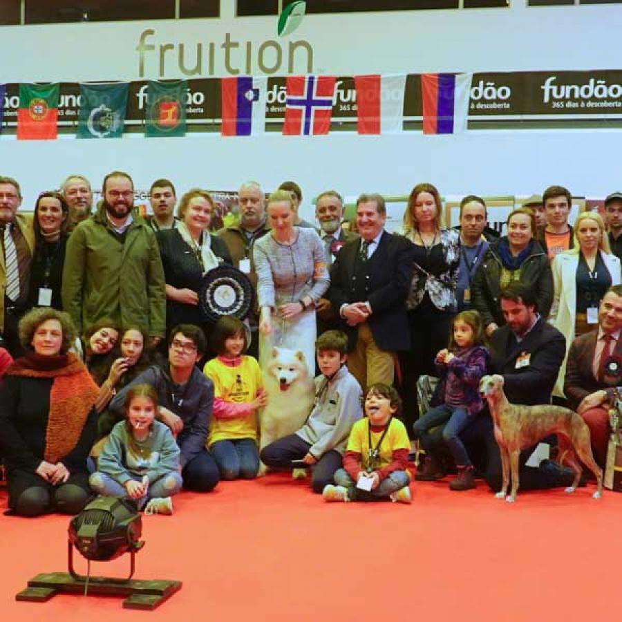 "Best in Show Judge: Olga Grin (RU) 1º ""Samspring Carry on My Secret with Joy"", Samoyed, Pedro Silva Brito"
