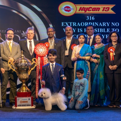 The Kiran Chitnis Memorial Grand Winner Award was awarded to  BIS IND CH Extraordinary No Way Is Possible To Courage Yf, owned By Vinayak Shetty, pictured here with the judges and committee from the show.